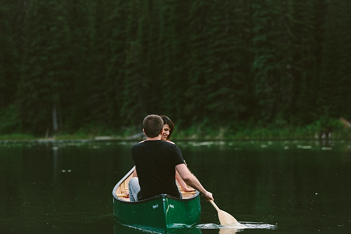 couple on a canoe, love photography session